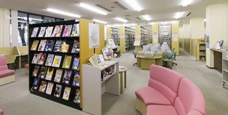 広島国際大学図書館室内の様子
